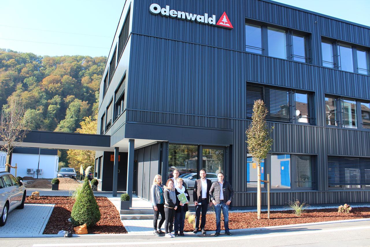 Teamleiter des KJC informieren sich über kunststoffverarbeitendes Gewerbe bei der Odenwald-Chemie GmbH in Neckarsteinach